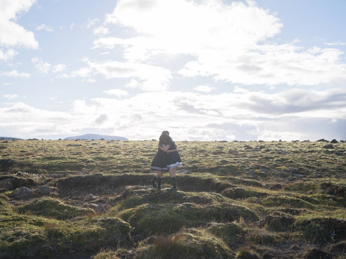 青山裕企写真展「世界の終わりと恋の始まり-SHOOLGIRL COMPLEX in Iceland」