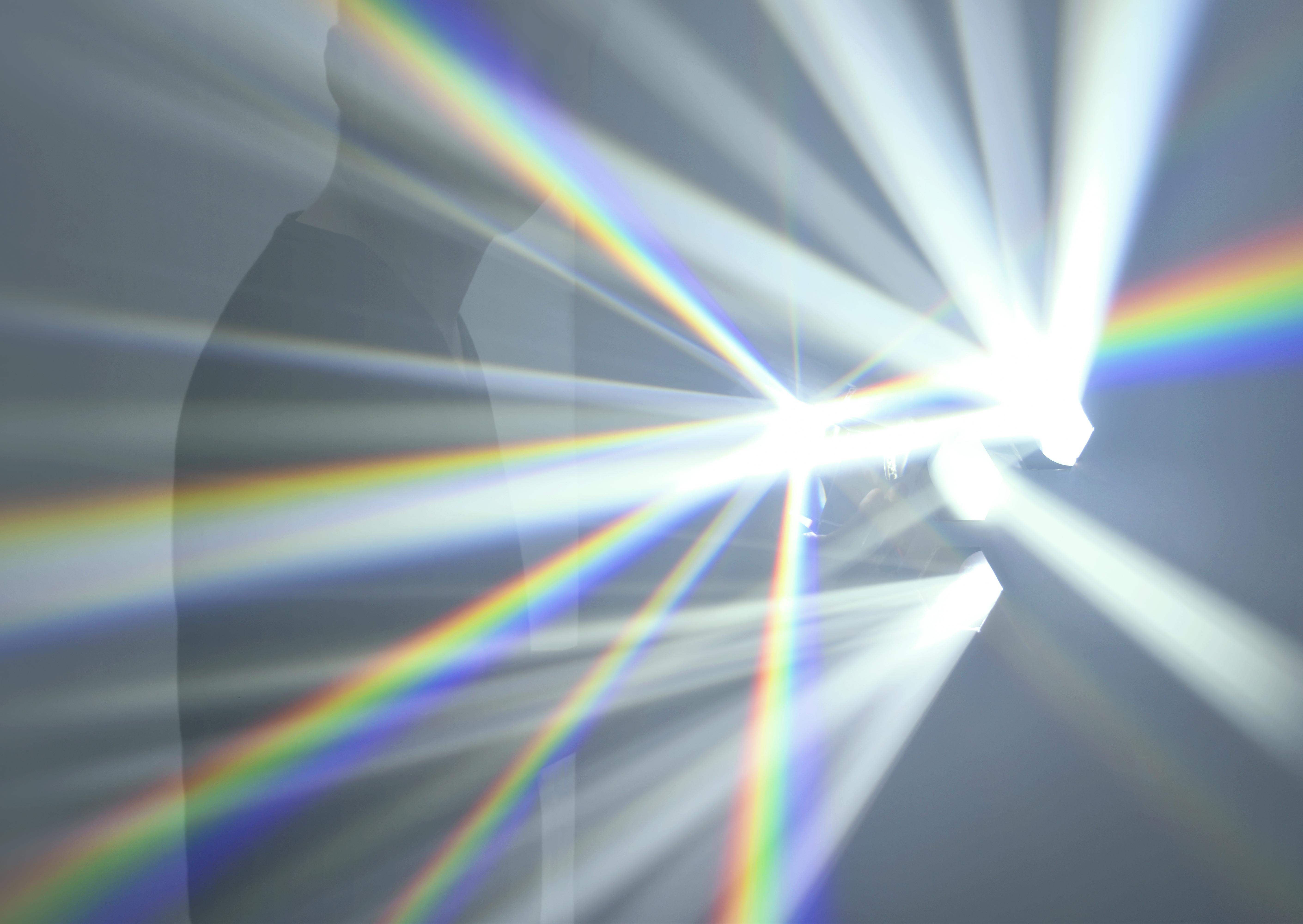 吉岡徳仁 スペクトル ー プリズムから放たれる虹の光線【今週のおすすめアート】