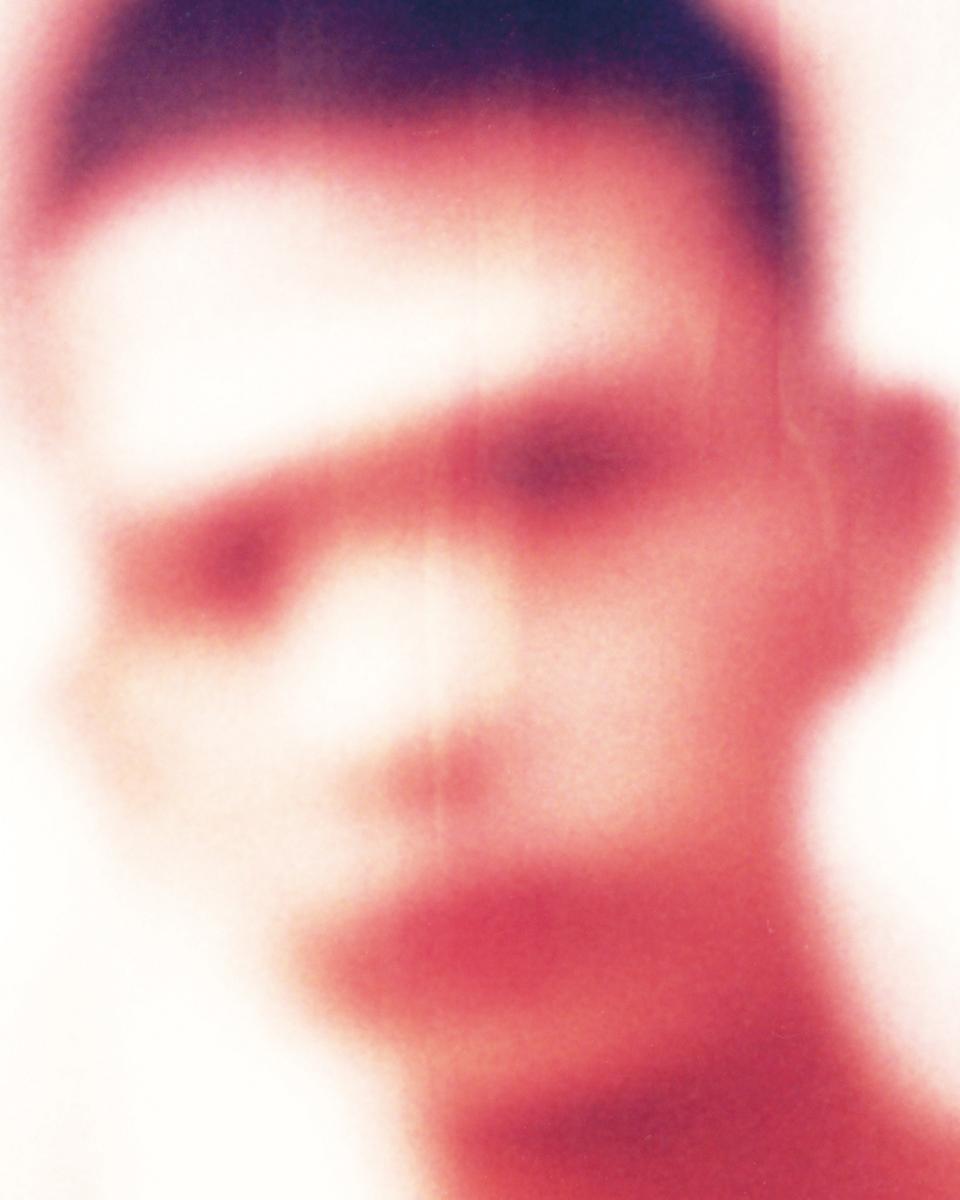 ポラロイドで見せる愛おしい世界・ヨーガン・アクセルバル個展「KÄR / LEK」(シャーリック)