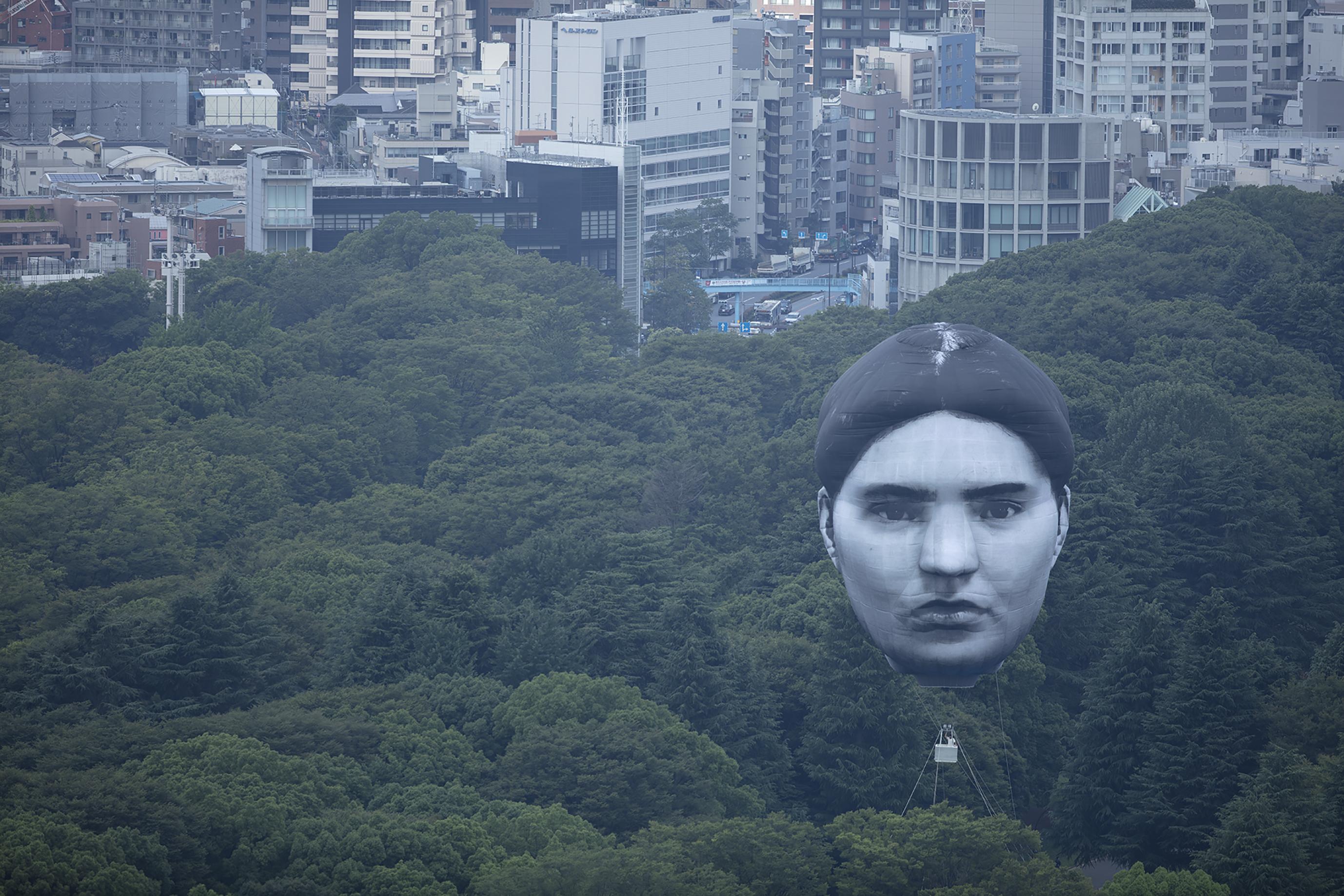 """【おすすめアート】 東京上空に巨大な""""誰かの顔""""が浮上!『まさゆめ』プロジェクト"""